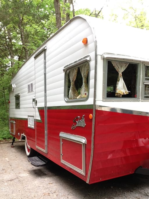 We are proud to offer free delivery and set up to any location of your choice in the Nashville area. This can be any campground, or even in a friend's driveway. Not sure where to stay? Just contact us for some suggestions.