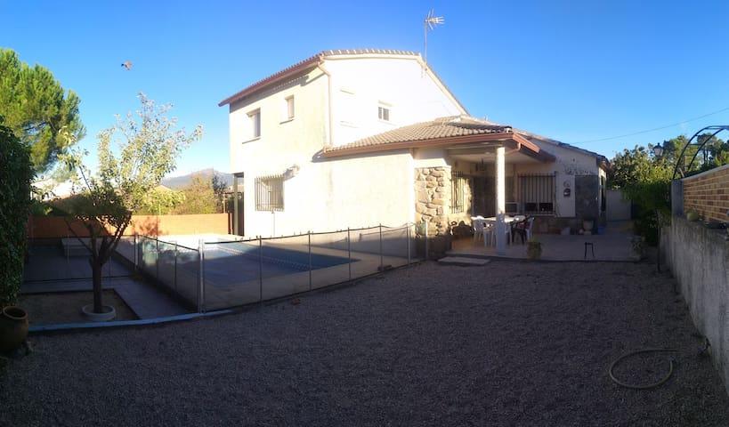 El Piquillo - hasta 14 personas. piscina, barbacoa