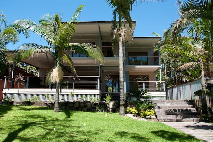 "Absolute Beachfront Luxury ""Omaroo"" in Cowan Cowan - Moreton Island - Andre"