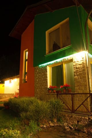 Villa Colour, Guest house for rent
