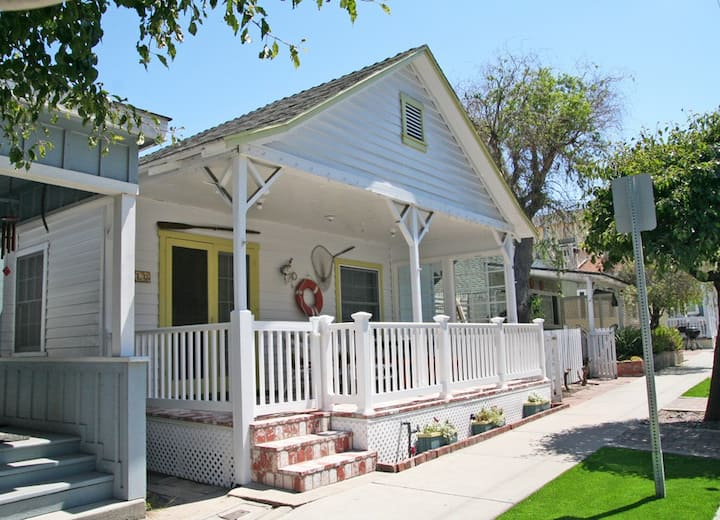 Charming Cottage+Large Porch, 2.5 Blocks to Beach