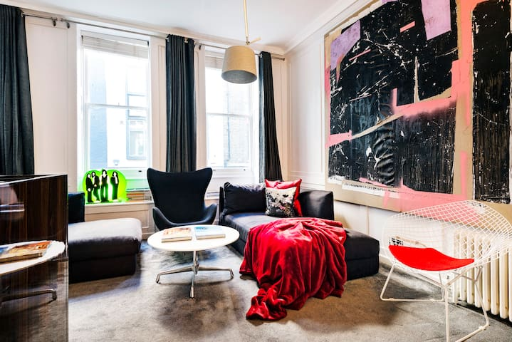 The XIX century apartment in the middle of Soho