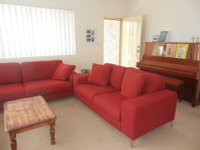 Comfortable 3 bedroom villa - Umina Beach - Villa
