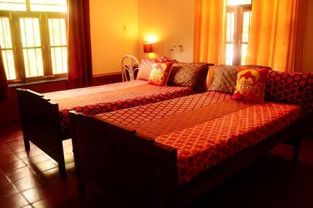 Double room in an Idyllic villa - Auroville - Вилла