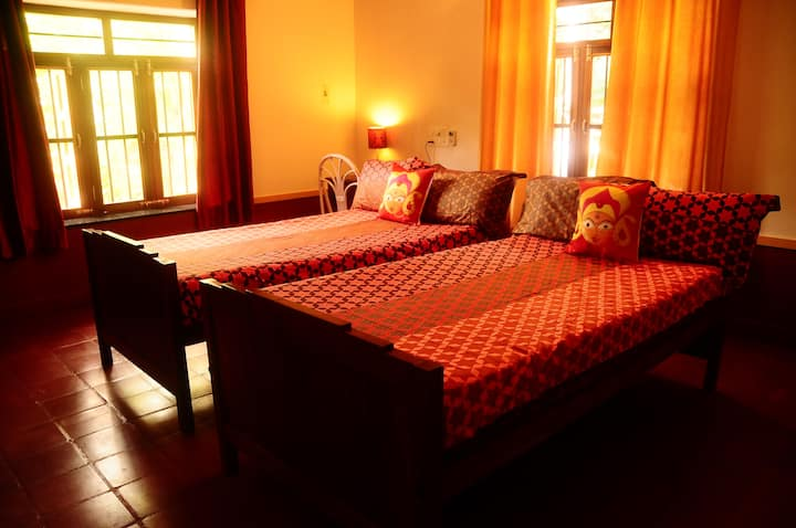 AC Double room in a Heritage villa w/WFH rates