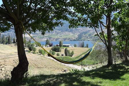 Bright vineyard/lakeview suite - Kaleden - Ev