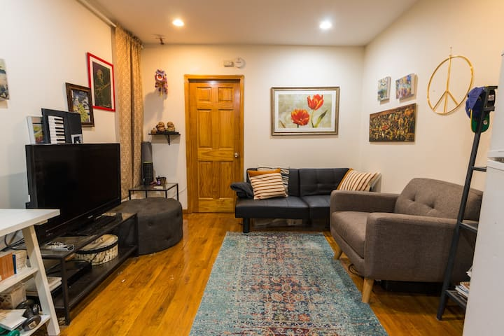 Comfortable and spacious 1 bedroom gem in downtown