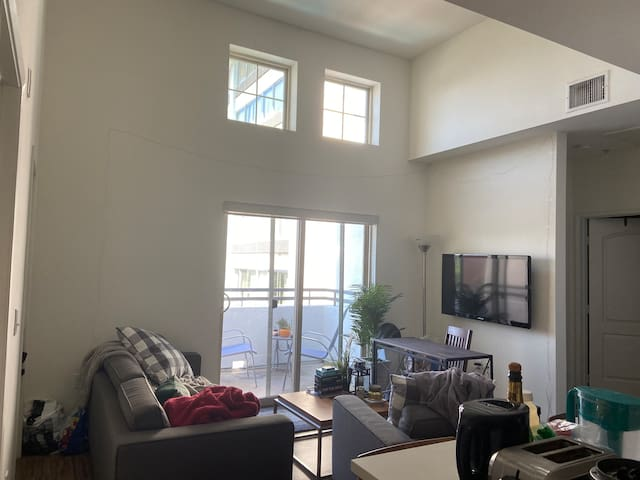 Amenities-Packed Unit near DTLA w/ Utilities
