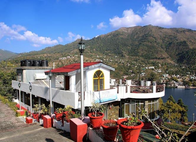 Grand stay near Bhimtal Lake