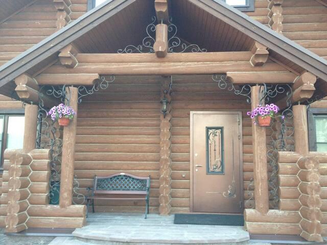 Дом с баней, бассейном и прудом в г.Боровск