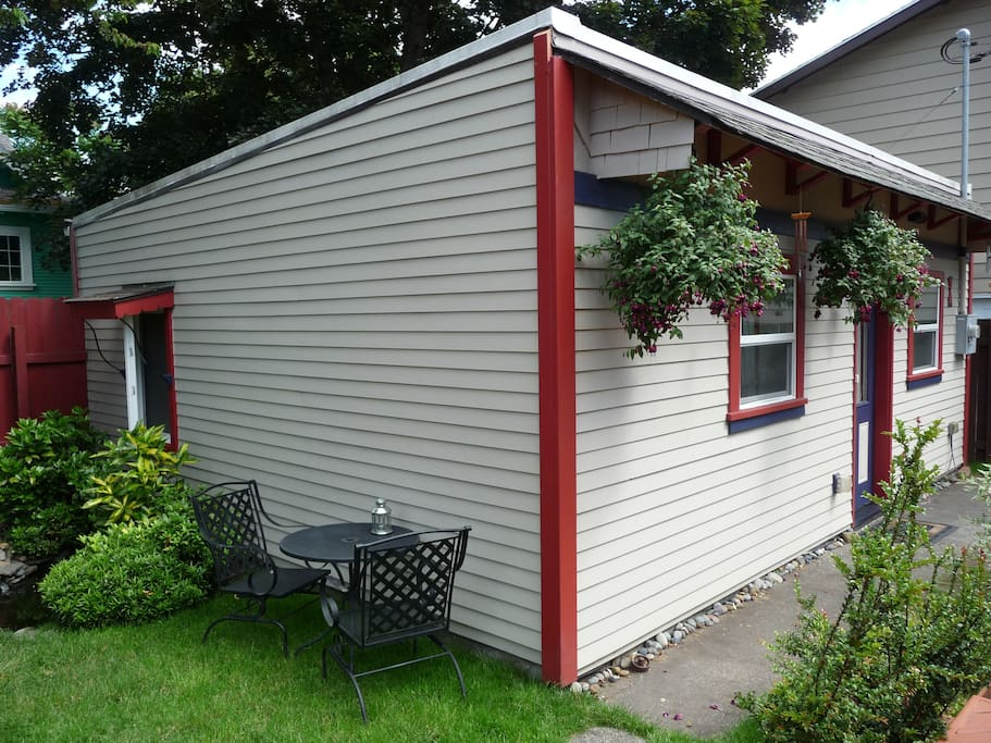 the alberta arts carriage house houses for rent in