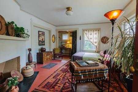 Textile/tea maven's front room - Santa Cruz - Casa