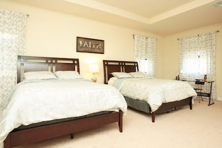 Inexpensive and Luxurious Suite - Homestead - Bed & Breakfast