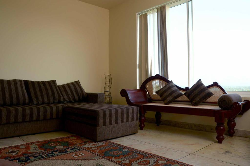 Access to a Relaxing lounge & kitchenette