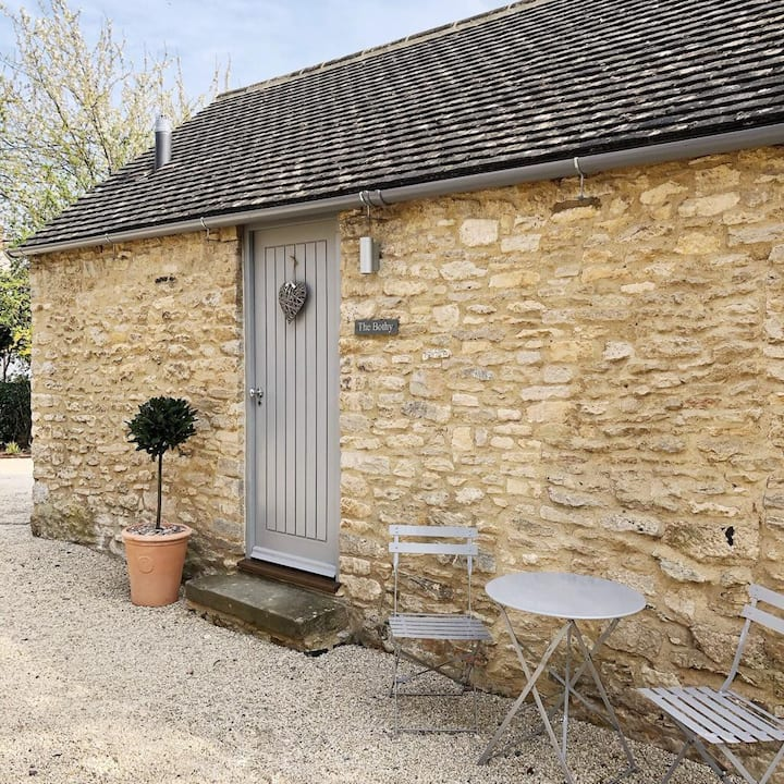 THE BOTHY - near Bicester Village