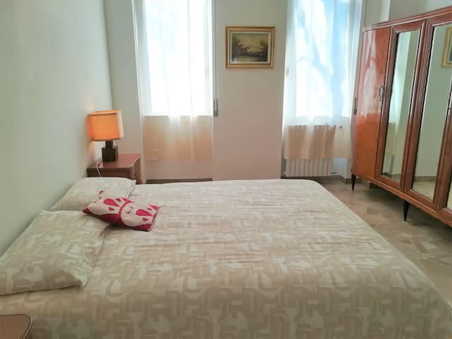 Ampio appartamento a Magenta centro