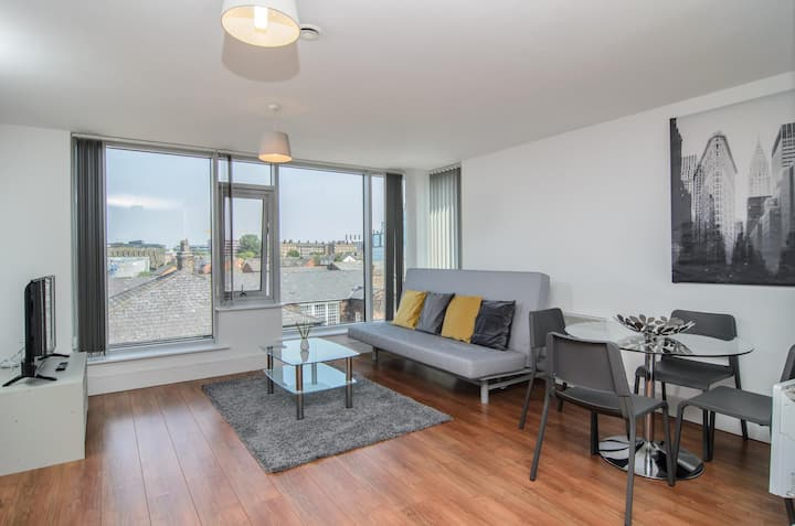 Luxury One Bedroom Apartment In Liverpool