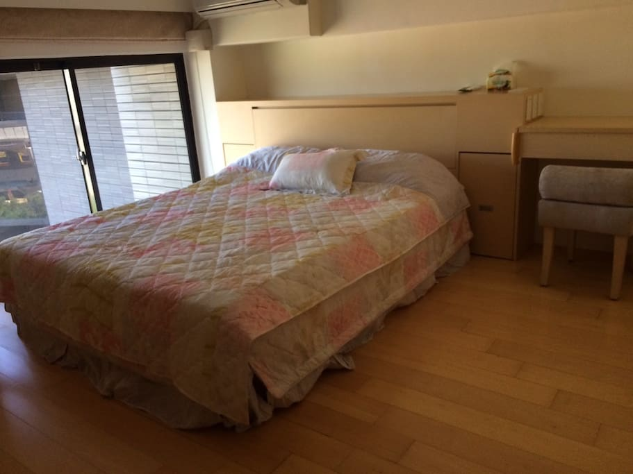 a double-bed Room 雙人床房