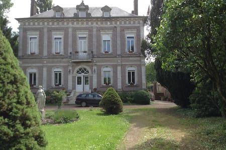 Offrez-vous la vie de Château ! - Le Meillard - Castell