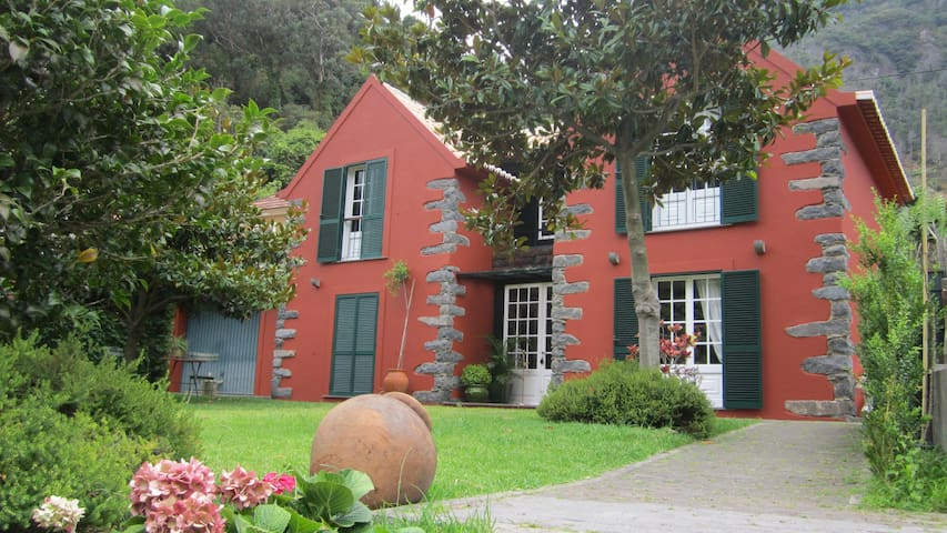 CHARMING 3-BEDROOM COTTAGE - Sao Vicente - House