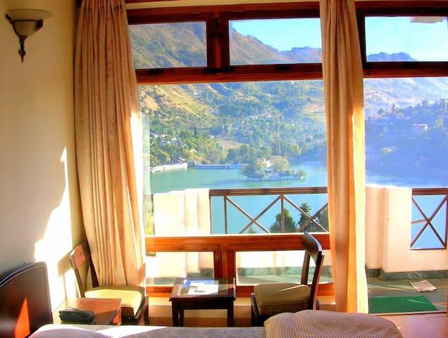 Luxury Stay Facing Bhimtal Lake