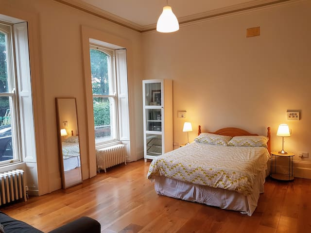 Double Bed Ensuite in Victorian Townhouse