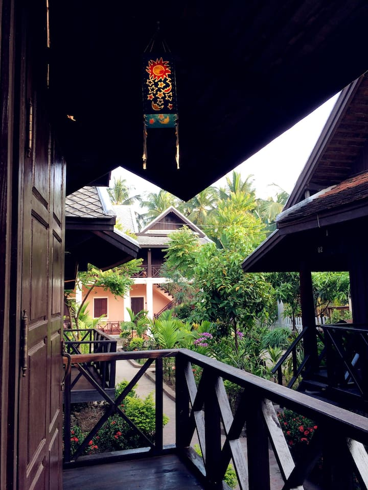 Time stops in Matata GH's Bungalow2