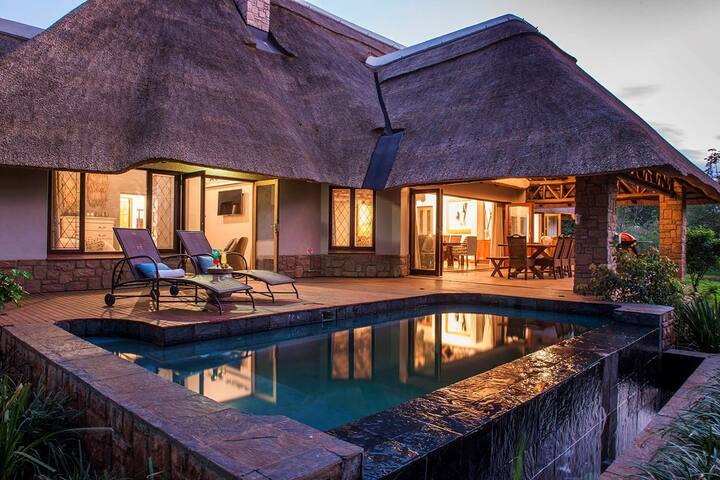 Luxury Lodge + Private Pool. Full Kitchen & BBQ. An Unforgettable Experience!