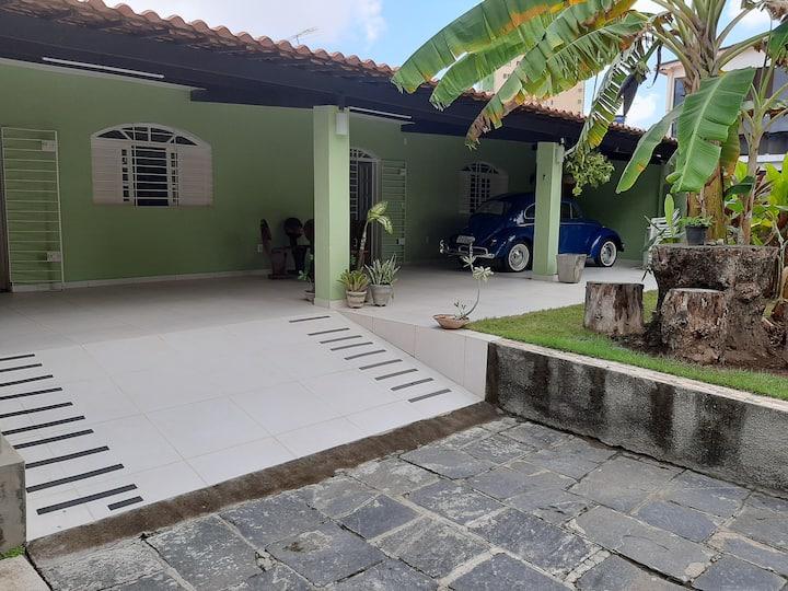 Casa com área externa ampla