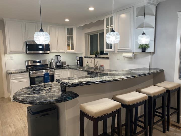 Comfort & Modern Amenities Downtown San Jose Suite