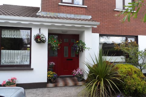 Bright single/twin  room to let