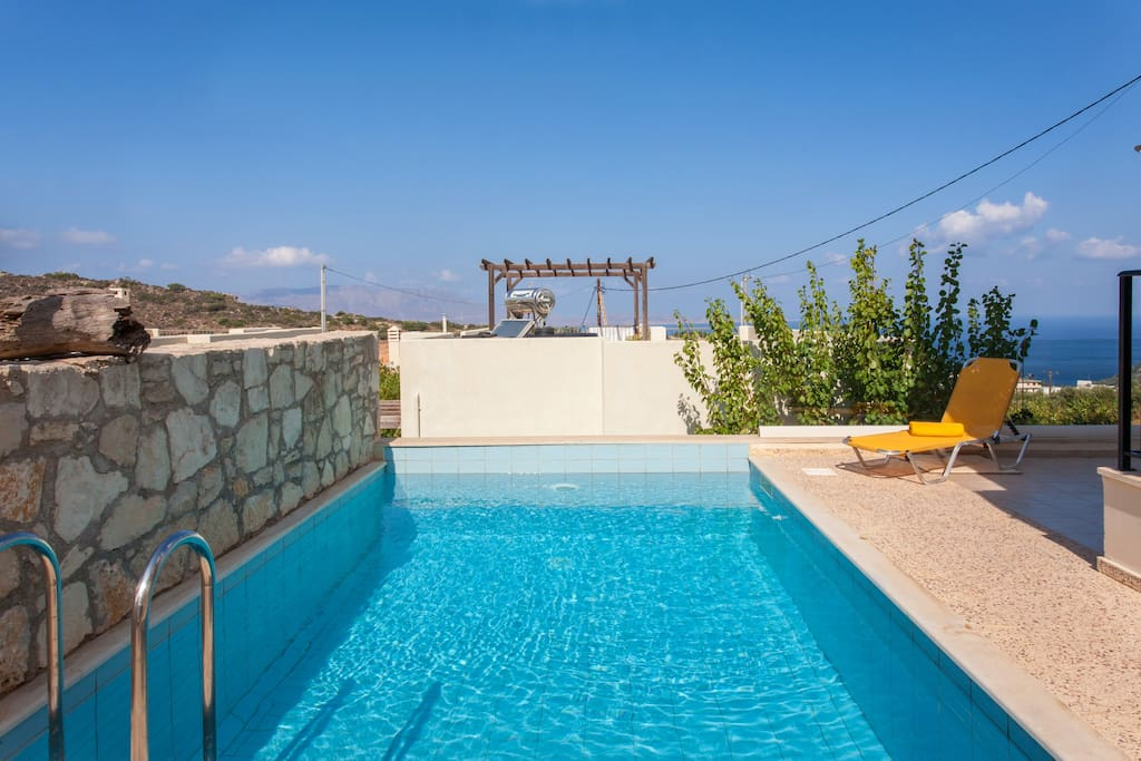 Your private pool overlooking the sea!