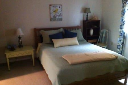 Riverside Retreat - Queen Room - Markdale