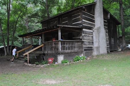 Crockett Cabin Bunkhouse & Hostel  - Erwin