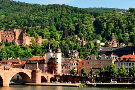 Nice room in a row house - Heidelberg - Talo