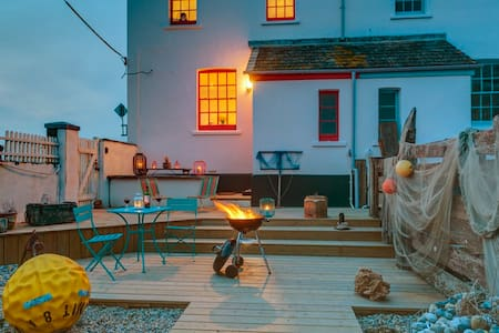 Sea views & log burning stove - Camber
