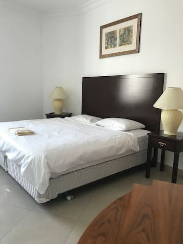 R2202 Cozy Room Near Burj Khalifa- 600+ Reviews