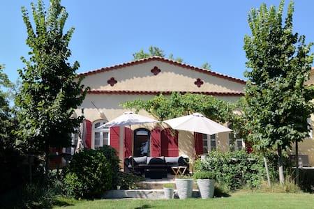 Maison de charme 3 chambres avec piscine - Le Tholonet - บ้าน