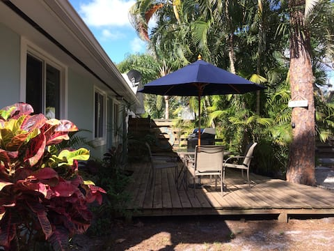 Tropical Retreat Private Guesthouse - 640 Sq Ft
