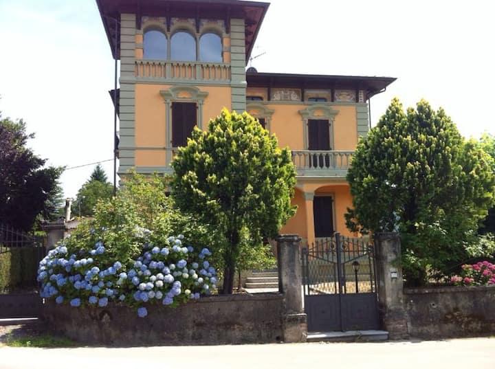 Beautiful Tuscan Villa, gardens & pool