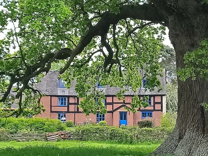 The Wood (early 17th century timbered farmhouse)