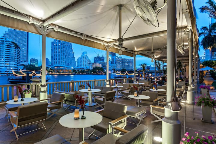 Exclusive Twin Deluxe With Balcony At Riverside