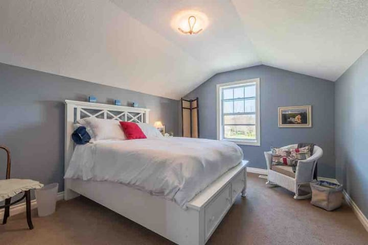 Bayfield Beach Front-Suite 2