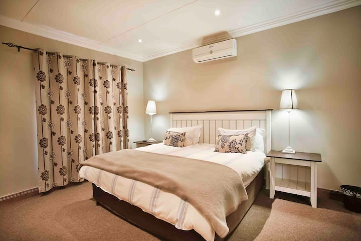 Bedroom with a king size bed and airconditioning