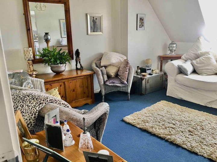 1 bedroom top floor apt. in south Gloucestershire