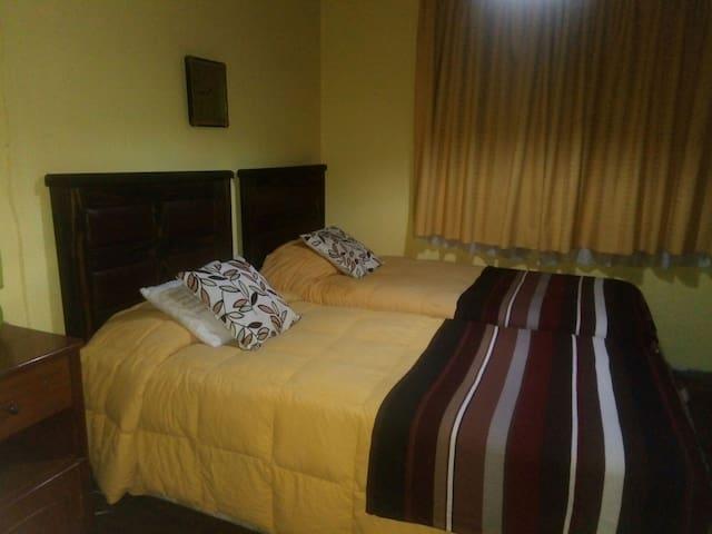 Acogedor dormitorio 2 camas