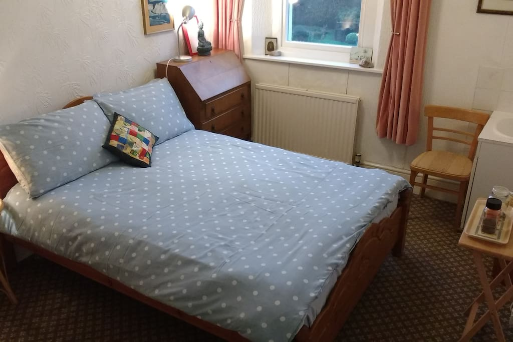 Spacious & light double room.