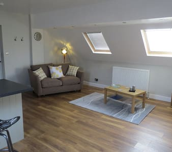 Spacious Loft overlooking garden - Hepworth - Bed & Breakfast
