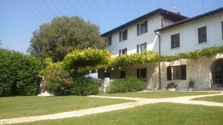 Agriturismo EROMA - suite PAOLINA - (URL HIDDEN) - Lonato del Garda - Bed & Breakfast