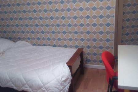 Chambre confortable 45 mn de Paris - Brétigny-sur-Orge